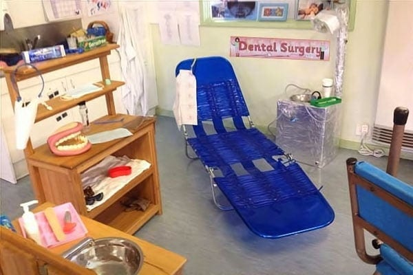 Nurseries playing at going to the dentists